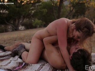 Maddy und tyler machen leidenschaftliche Liebe, während ein Picknick ....