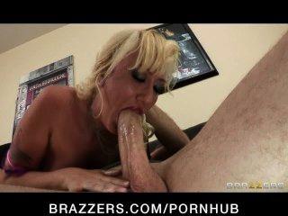 sexy blonde Milf Alana Evans rächt sich an ihrem Ehemann betrügt