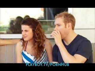 neue junge Paar geht zum ersten Mal zu einer Swingerparty