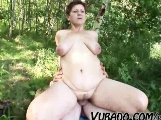 älteres Paar im Freien Sex !!