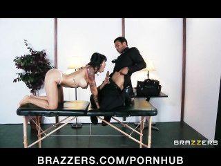 sexy Brünette exec dana Vespoli fickt ihren Masseur zu de-Stress