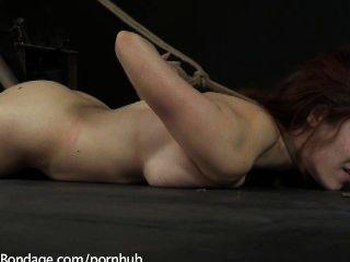 Iona Gnade und ihre massiven natürlichen Titten leiden exquisit
