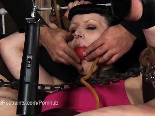 katherine ist in der erotischen Qual caned