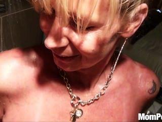 vollbusige Puma gefickt in der Dusche bts