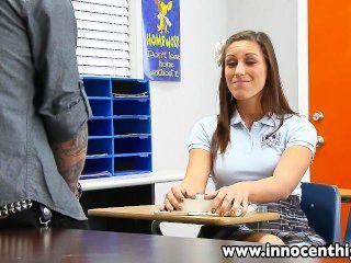 InnocentHigh sexy Schülerin rilynn rae Klassenzimmer gerammt