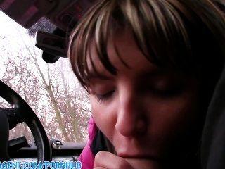 publicagent petite Nymphomanin jenna in meinem Auto gefickt