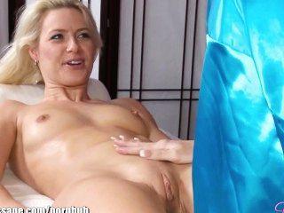 schöne blonde Babes Lesben Massage