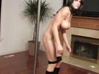 Stripper hat riesigen Klopfer und eine schöne Vagina