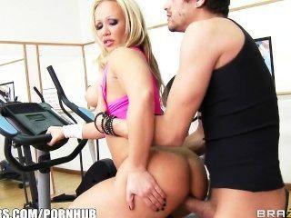 big-Tit blonde Milf Austin Taylor liebt Titty gefickt zu sein