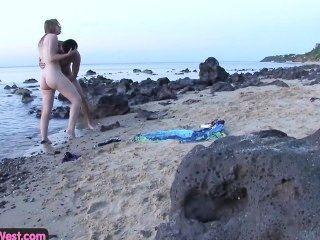 Hahn hungrig Amateur Blondie am Strand gefickt