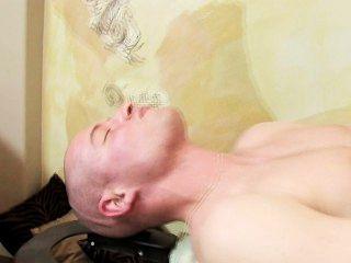 Glatzkopf knallt heiß Masseuse
