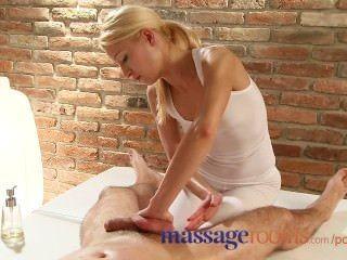 Massageräume Masseuse hat einen Orgasmus spritzte, als sie Client-Fest reitet
