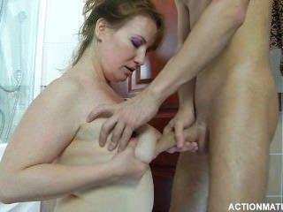 ein junger russischer Junge und reife russische Frau