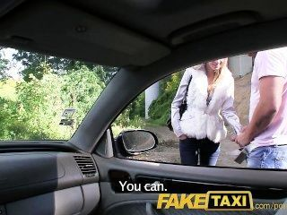 faketaxi Engel wird von meinem großen Schwanz auf meinem Taxi schlug