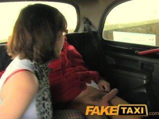 faketaxi geil Papis Mädchen liebt den Hahn