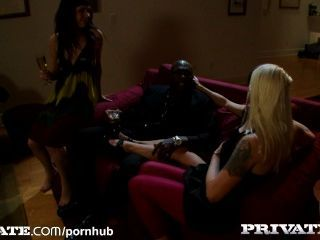 private: Jugendliche und milfs in interracial Aktion
