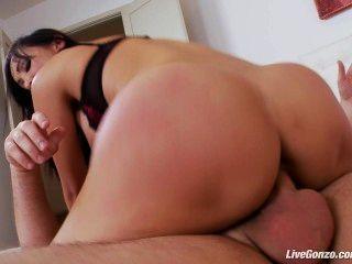 livegonzo katsuni Asian Babe genießt anal sex