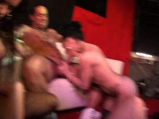 Jordanne kali und penelopes Tiger cum hart in dieser öffentlichen Fick-Fest