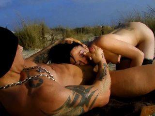 dünn französisch Mädchen fickt großes Stück am Strand