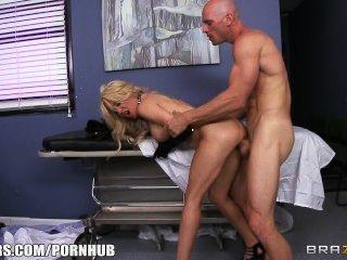 nuttig blonde paitent bittet ihr Arzt ihr einen harten Schwanz zu geben