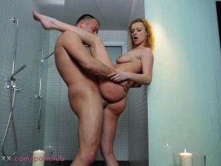 Mutter Paar Liebe in der Dusche machen