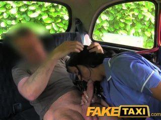 faketaxi freche Krankenschwester in der Kabine Geständnis