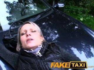 faketaxi heiße milfs in über die Motorhaube Sex