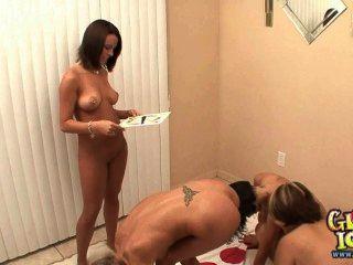 fünf College-Mädchen nackt Twister Party spielen