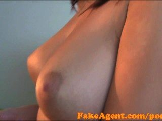fakeagent hd massiven natürlichen Titten Amateur in Casting
