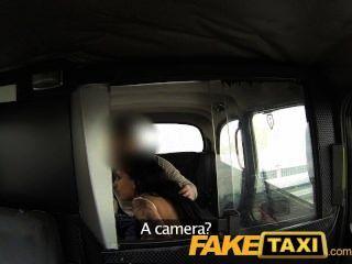 faketaxi junges Mädchen muss Taxi mans Spunk schlucken