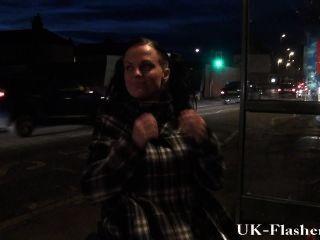 leah laune blinkt Muschi in der Öffentlichkeit von ihrem Rollstuhl mit behinderten