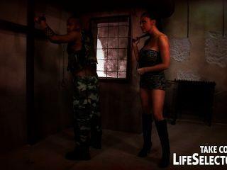 Aletta Ocean wird von einem Soldaten in seinen kühnsten Halluzinationen gefickt.