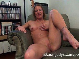 Alyssa dutch masturbiert auf auntjudys.com