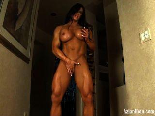 Aziani Eisen angela Salvagno Bodybuilderin mit riesigen Kitzler