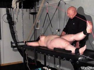 mollig Tortur Strafe von Amateur-Slave in extreme bdsm