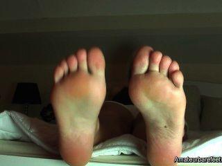 jenni neugierig Fußfetisch