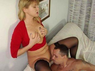 hot reifen Babe cum anspritzen von ihrem jungen Liebhaber auf