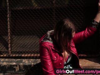 Mädchen aus Westen - heißen Lesben Sex in der Öffentlichkeit
