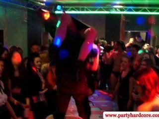 Amateur cfnm Party mit Schlampen gefickt
