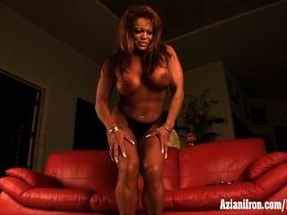 reifen Muskel Frau Masturbation ihre riesigen Kitzler