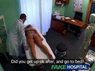 fakehospital schwindlig junge Blondine nimmt eine Creampie in ihre Muschi