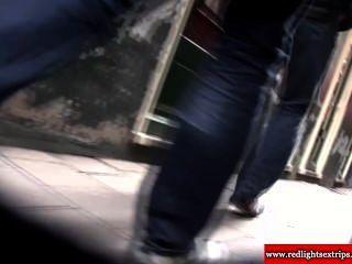 echte holländische blonde Prostituierte wichst Touristen Schwanz und bekommt abspritzen
