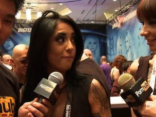pornhubtv alexa aimes Interview bei 2014 AVN Awards