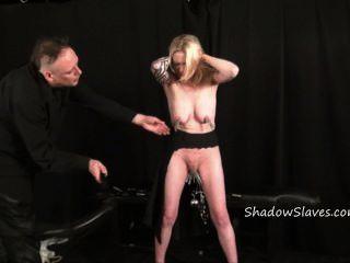 blonde Amateur Slave weekays intensiv bdsm und Muschi Folter von tätowierten