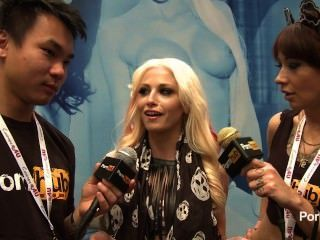 pornhubtv rikki sechs Interview bei 2014 AVN Awards