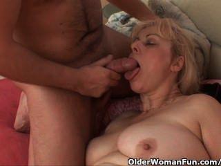 mollig Oma bekommt ihren Arsch Schwanz in