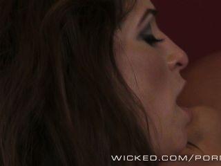 Amber Rayne sieht anal in Ihre Zukunft