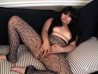 asiatische hermine ihre haarige Pussy liebäugelt