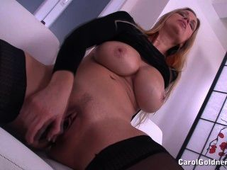 carol fickt ihre nasse Fotze
