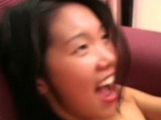 Angeline: schüchtern asiatische Mädchen schreit während harten Fick